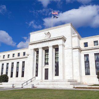 ธนาคารกลางสหรัฐฯ (Fed) มีมติเป็นเอกฉันท์ (10-0) คงอัตราดอกเบี้ยนโยบาย Federal Funds Rate ไว้ที่ระดับต่ำ 0.00-0.25% และคาดจะคงไว้เช่นนี้ไปอีกนาน