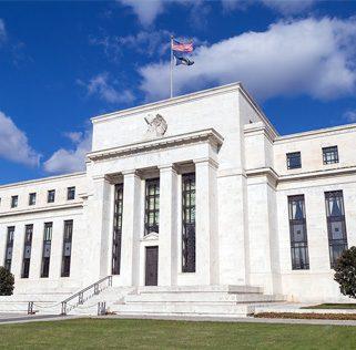 ธนาคารกลางสหรัฐฯ (Fed) มีมติเป็นเอกฉันท์ (10-0) คงดอกเบี้ยนโยบาย Federal Fund Rate ไว้ที่ระดับ 0.00-0.25% และย้ำพร้อมใช้ทุกเครื่องมือที่มีเพื่อหนุนการฟื้นตัวของเศรษฐกิจ