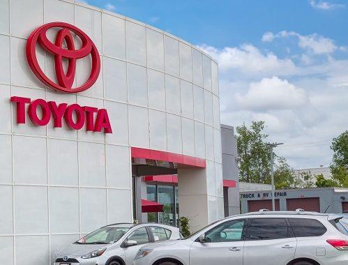 'โตโยต้า' ขึ้นแท่นผู้ผลิตรถยนต์ที่มียอดขายสูงสุดในโลก แซงหน้า 'ฟ็อลคส์วาเกิน' เป็นครั้งแรกในรอบ 5 ปี