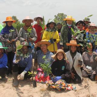 กองทุนบัวหลวง มอบเงิน 1.2 แสนบาท สนับสนุนโครงการ Care the Wild ร่วมปลูกต้นไม้ในพื้นที่ป่าชุมชนบ้านหนองทิศสอน จ.มหาสารคาม